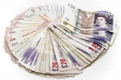 twenty pounds notes - UK told to pay £1.7bn / EU finance talks